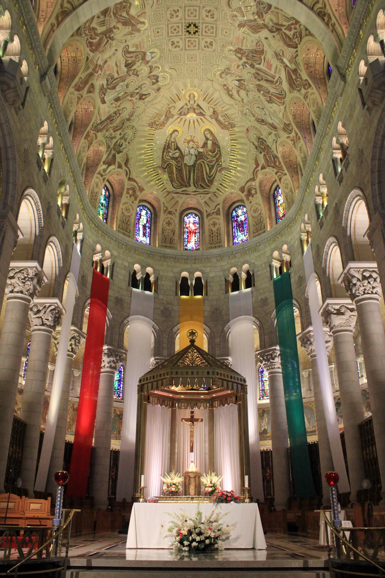 Basilique Sainte-Anne de Beaupré, nef