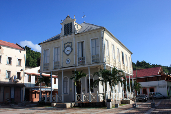 Saint pierre martinique maison de la bourse for Chambre de commerce martinique