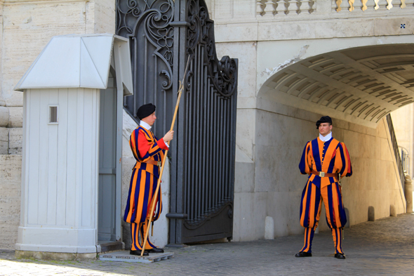 Vatican, papal Swsiss guard