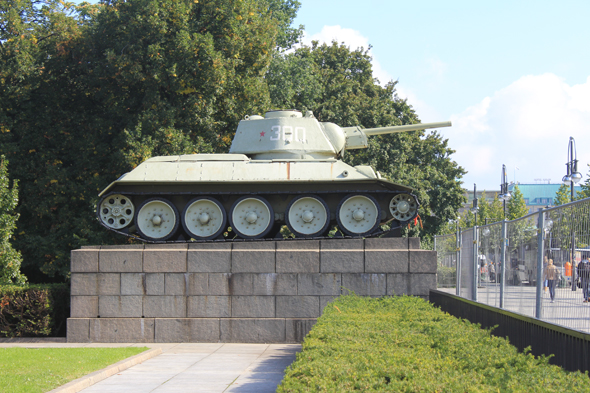 The memoral Sowjetisches Ehrenmal with two tanks in Berlin