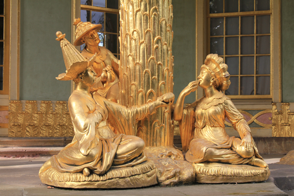 Chinesisches Teehaus with Golden statues in Potsdam
