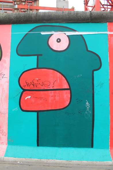 Berlin, East Side Gallery, heads, Thierry Noir's work