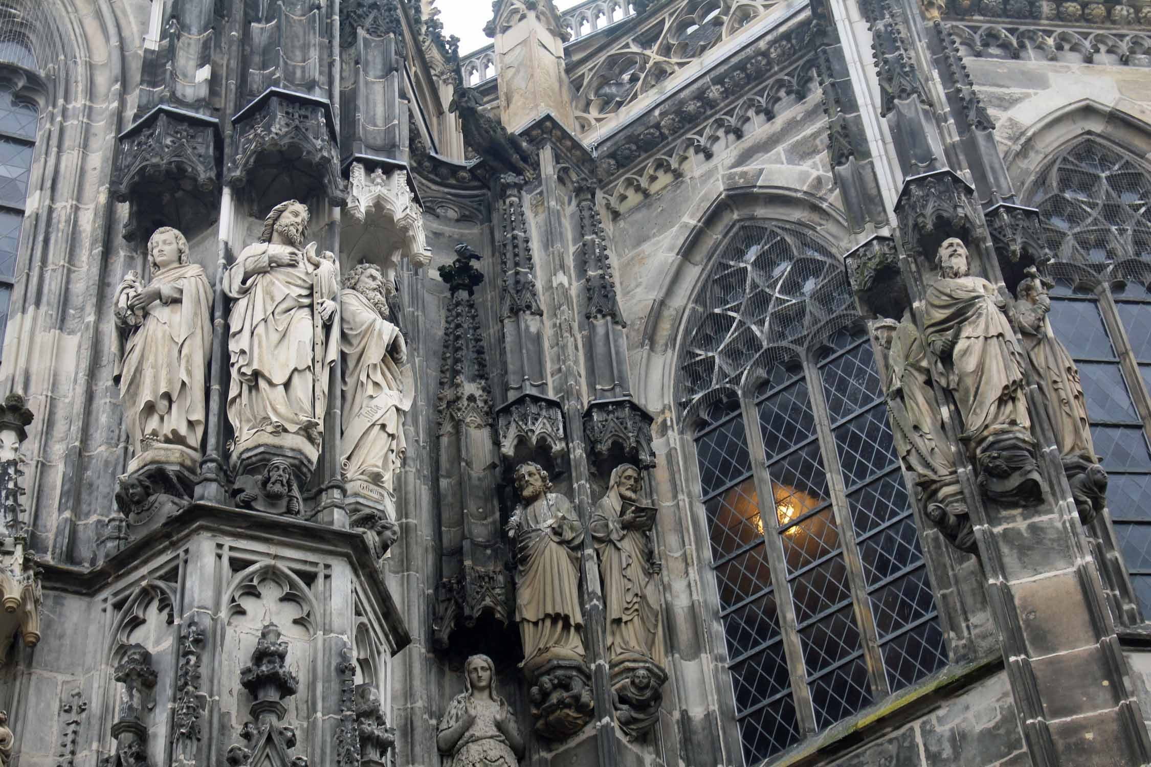 Aachen, cathedral, statues