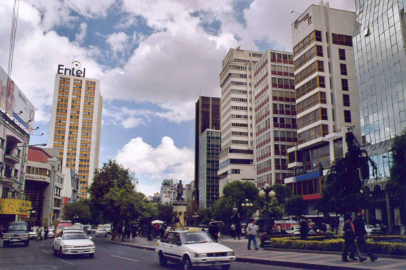 La Paz, the main road Av. 16 de Julio