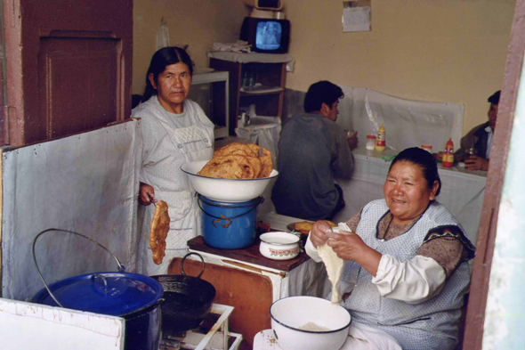 Preparation of fritters in La Paz