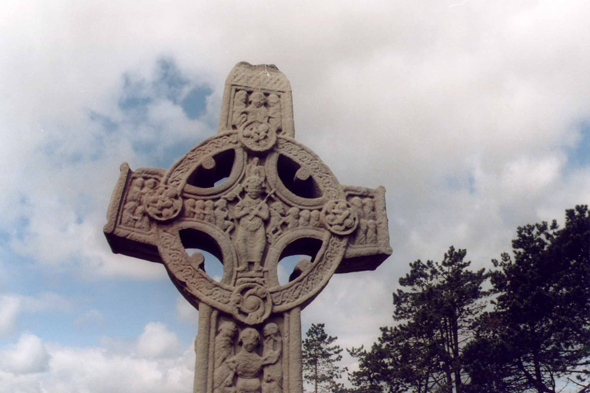 Clonmacnoise, Celtic cross