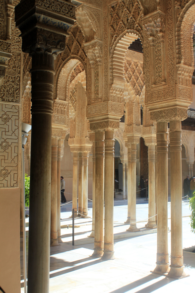 Alhambra, court of the Lions, pillars