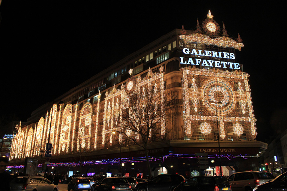 Paris, Galeries Lafayette, night