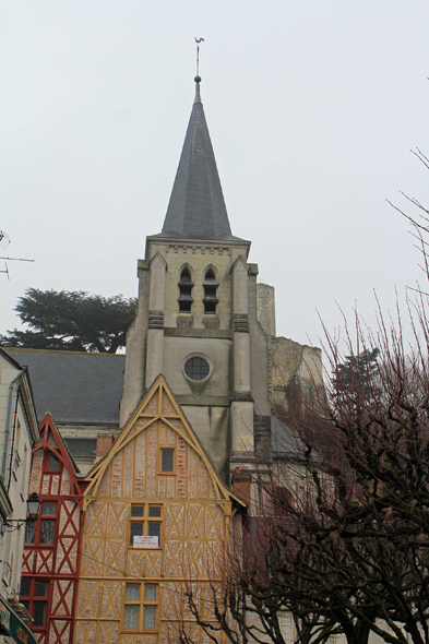 Montrichard, Sainte-Croix Church