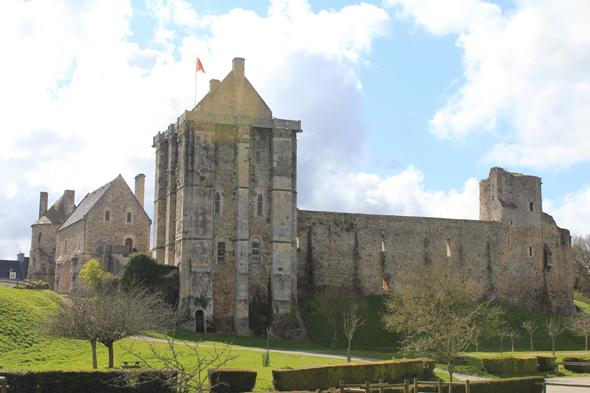 Saint sauveur le vicomte castle - Piscine saint sauveur le vicomte ...