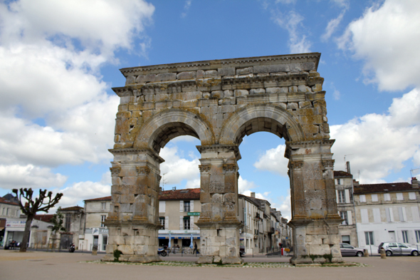 Saintes, Arc de Germanicus