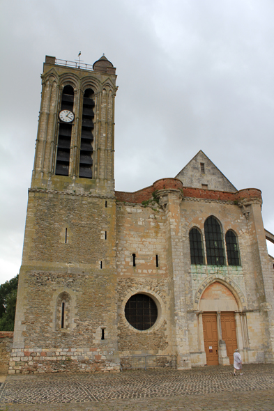 Champeaux, collegiate, Church