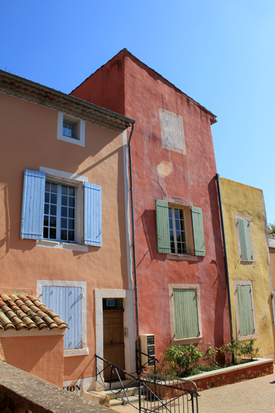 Roussillon, coloured houses
