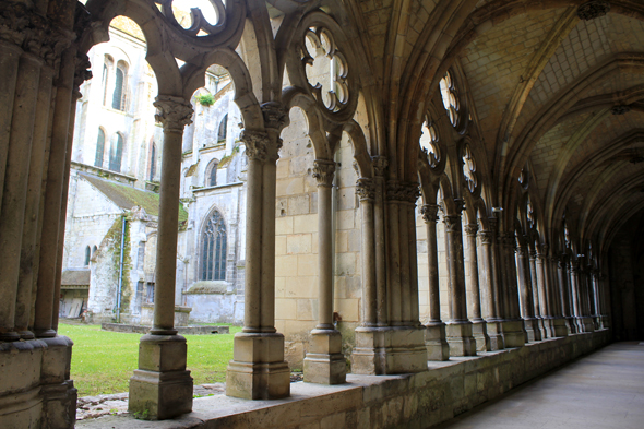 Noyon, cathedral, cloister