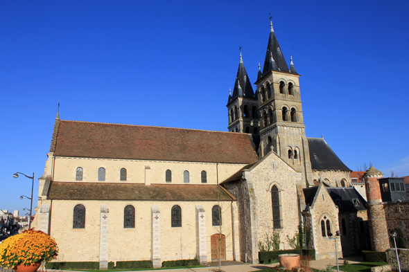 Melun, cathedral