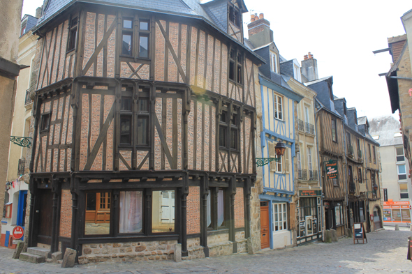 Le Mans, timber framing house