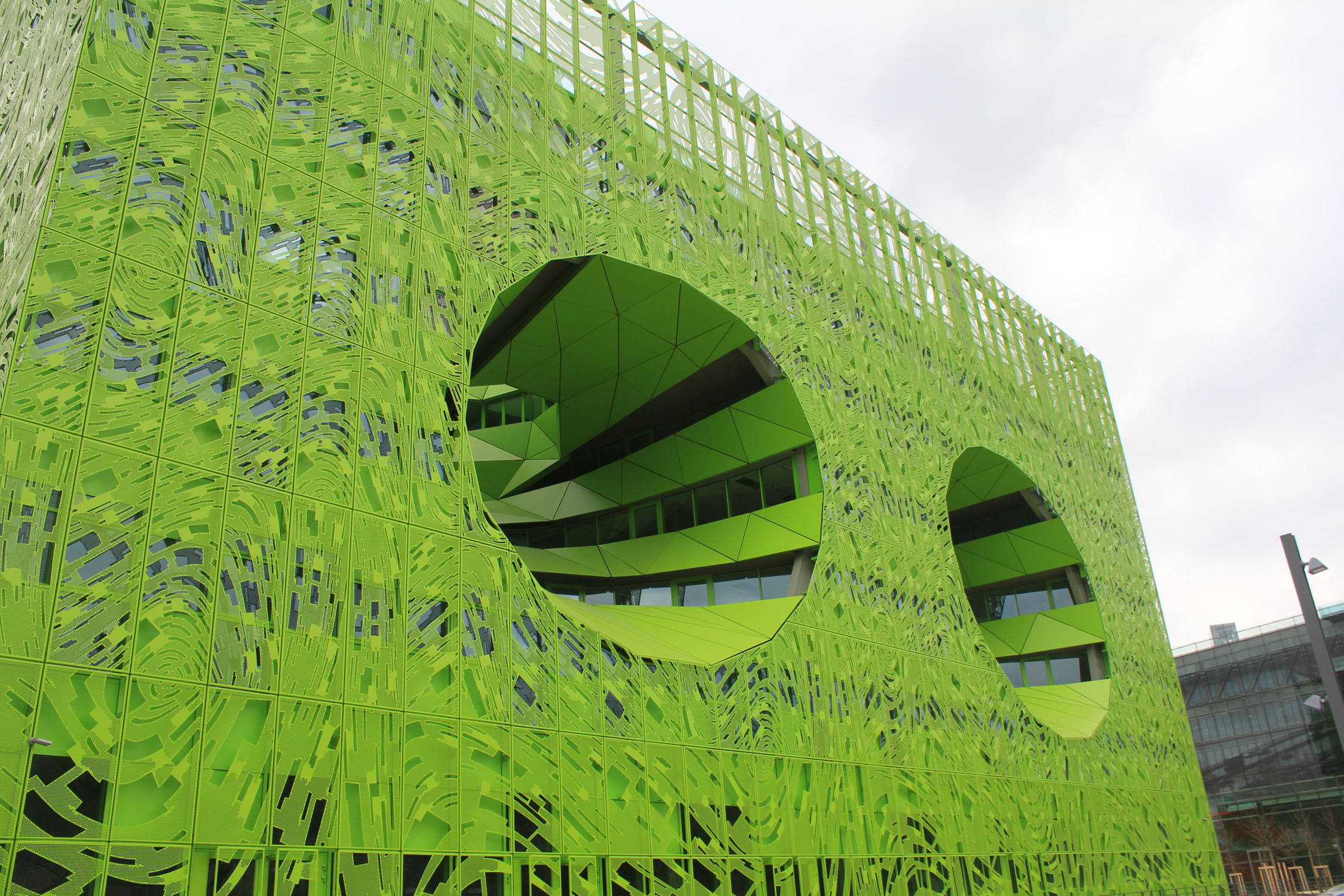 Lyon, Confluence district, Cube Vert