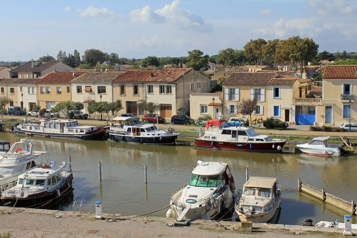 Aigues-Mortes, canal, vista