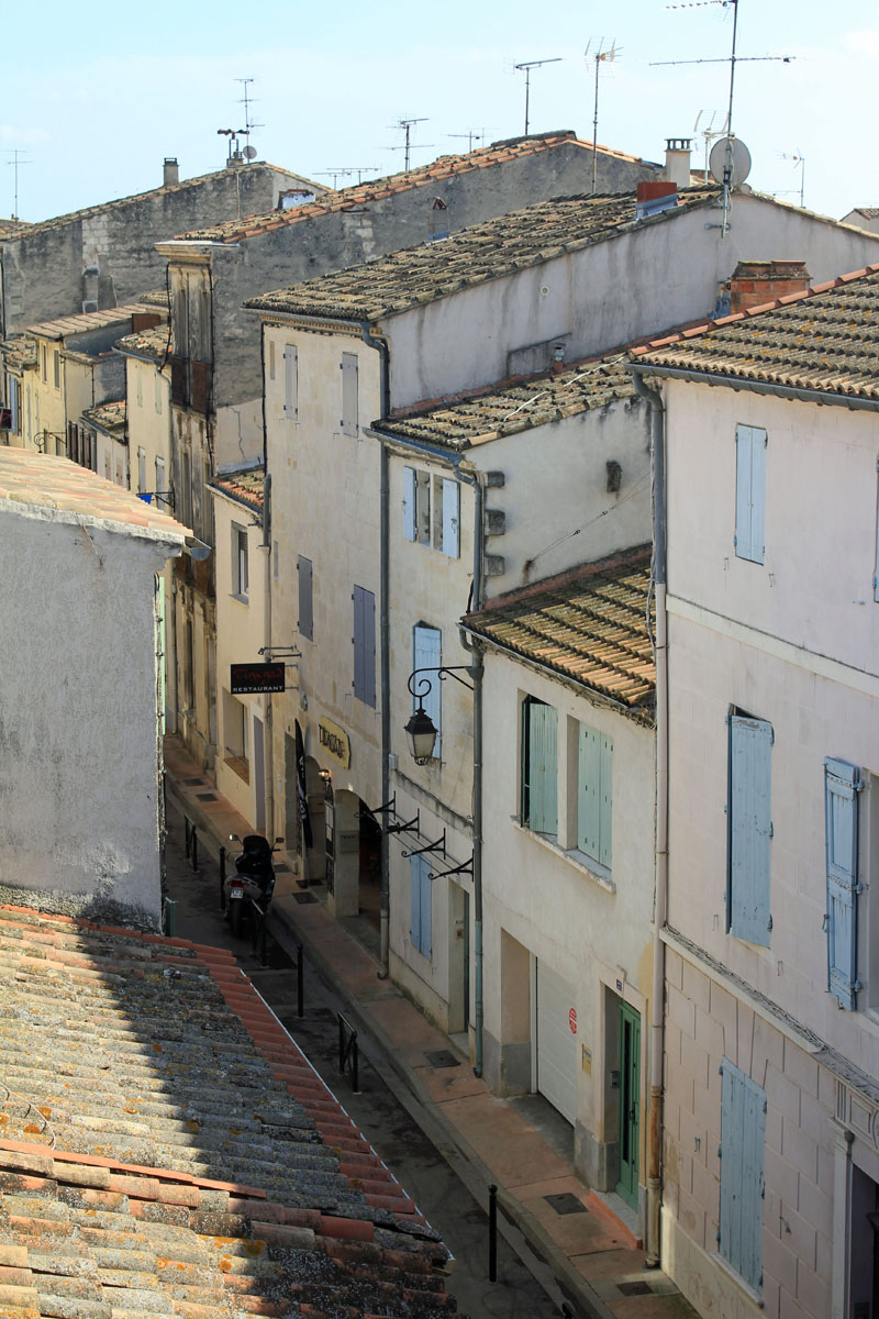 Aigues-Mortes, street houses