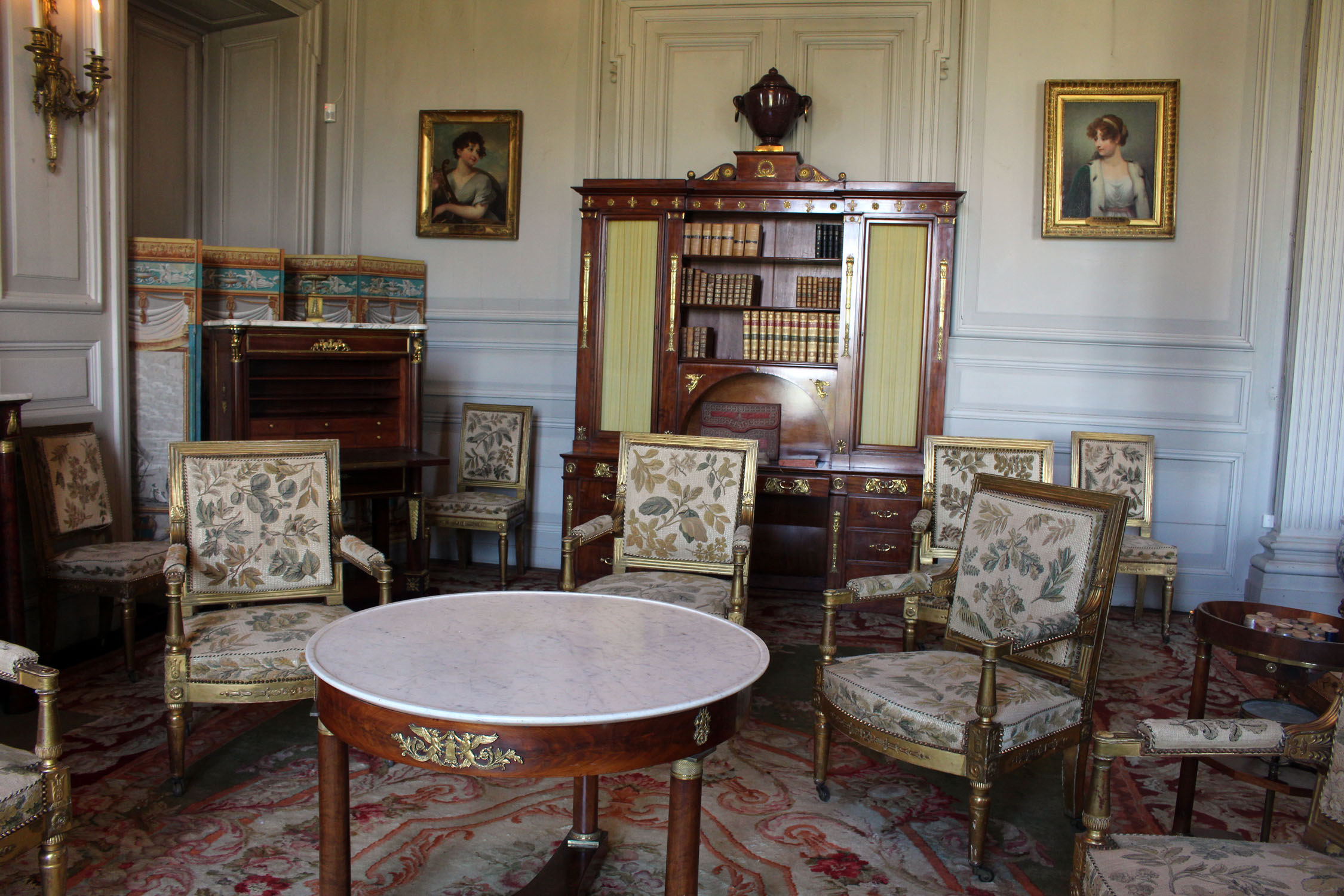 mobilier de france. Black Bedroom Furniture Sets. Home Design Ideas