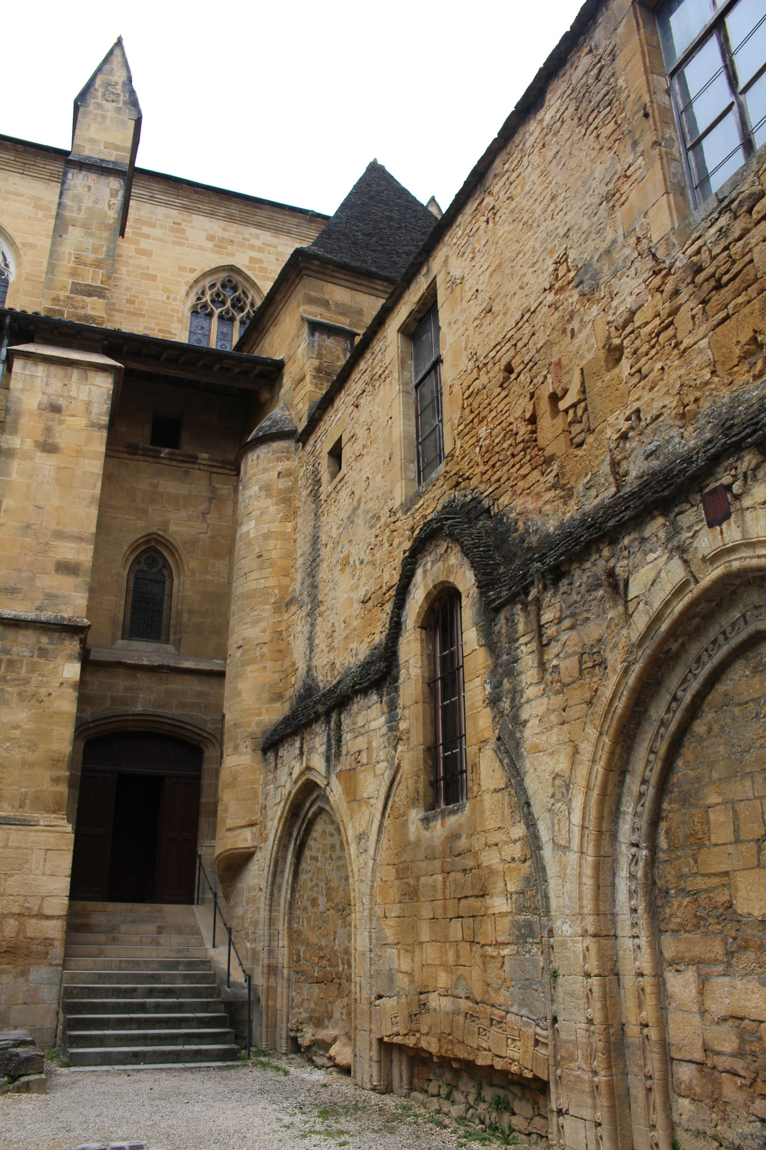 Sarlat, cathedral, porch