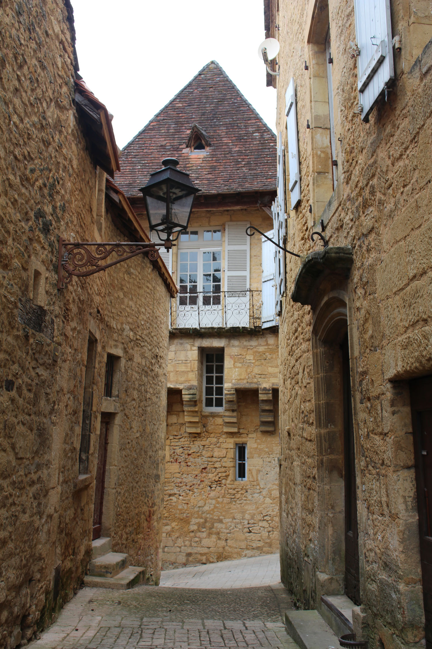 Sarlat, typical alley