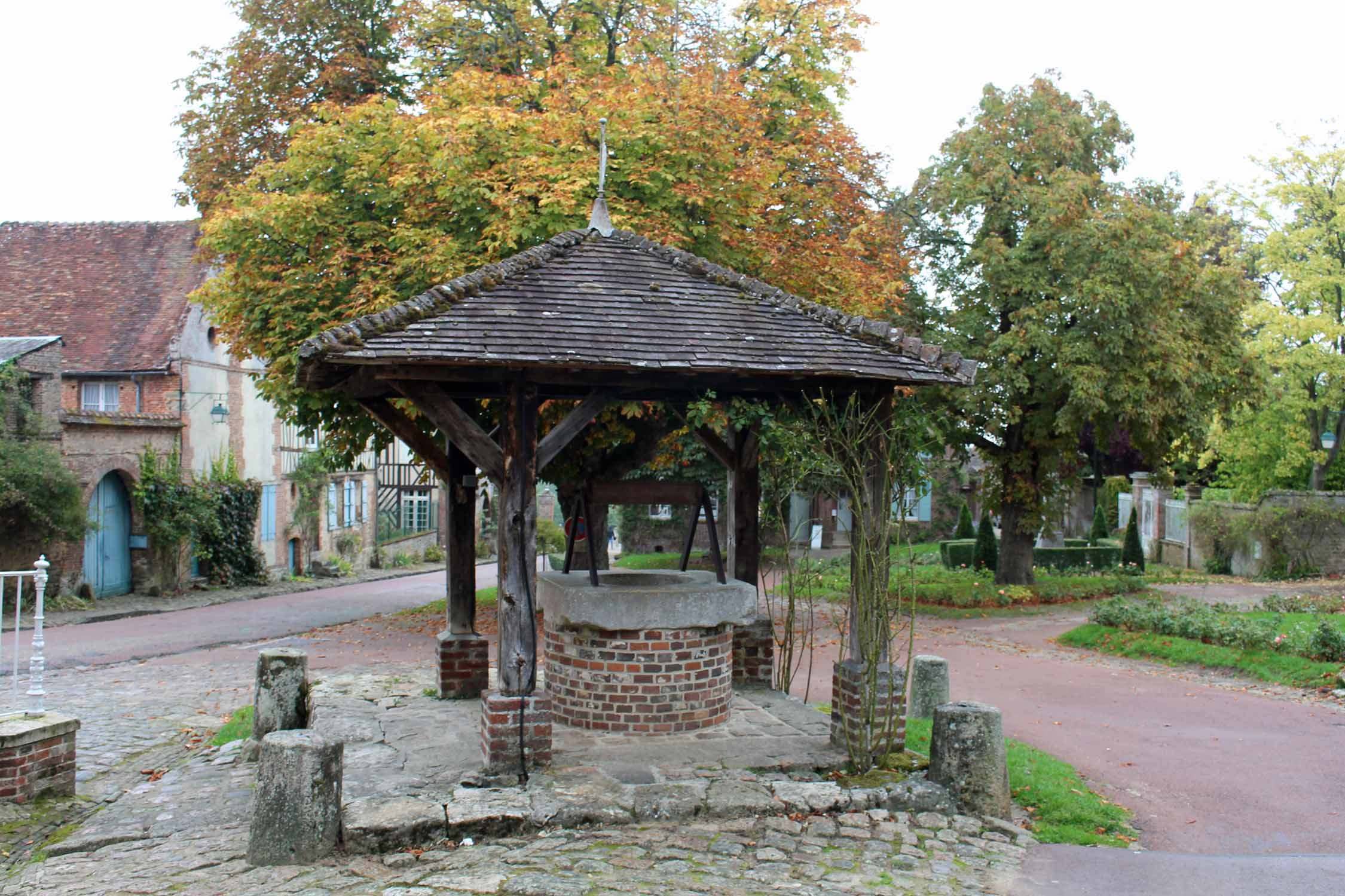 Gerberoy, old well