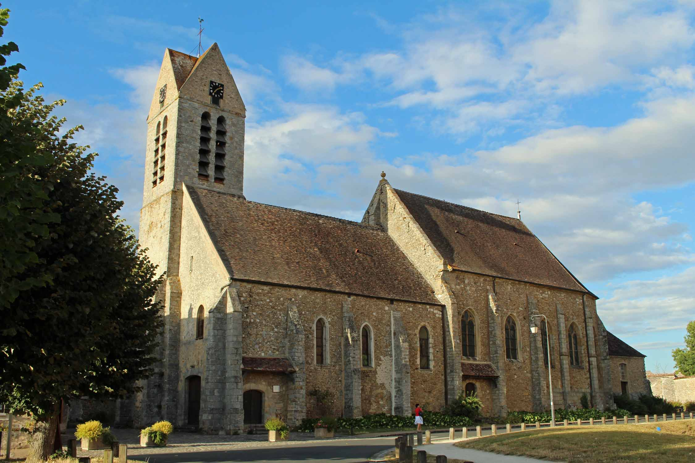 Blandy-les-Tours, Saint-Maurice church