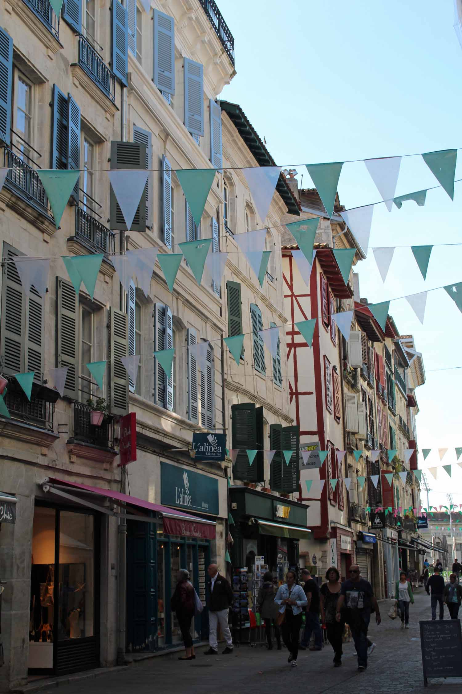 Bayonne, rue d'Espagne, coloured windows