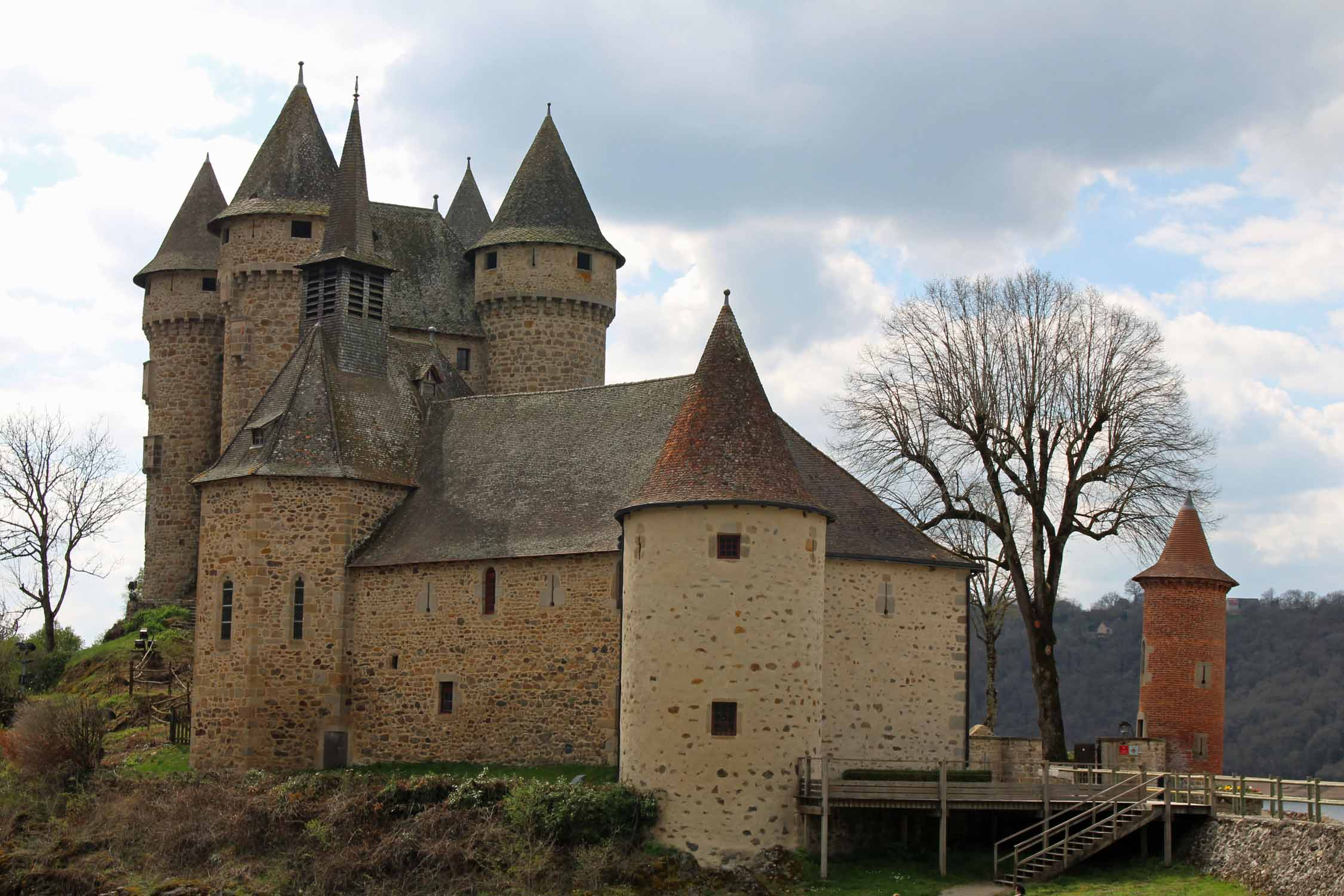 Cantal, Val castle