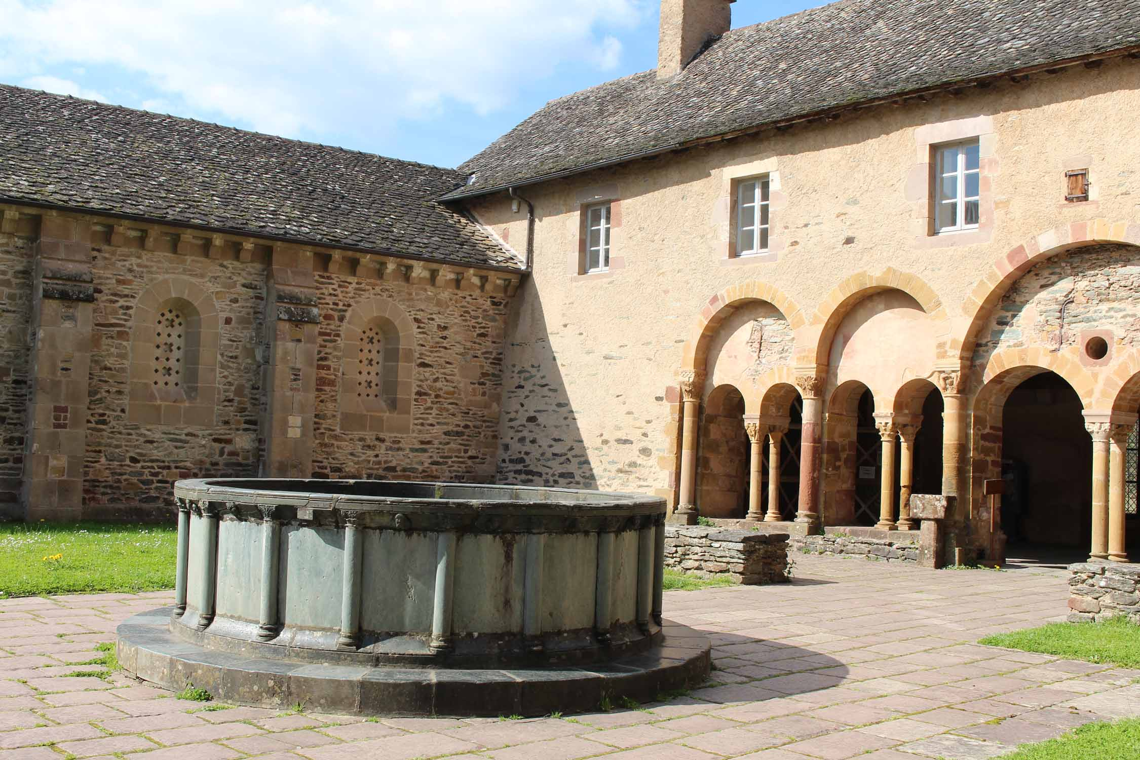 Sainte-Foy-de-Conques abbey, cloister
