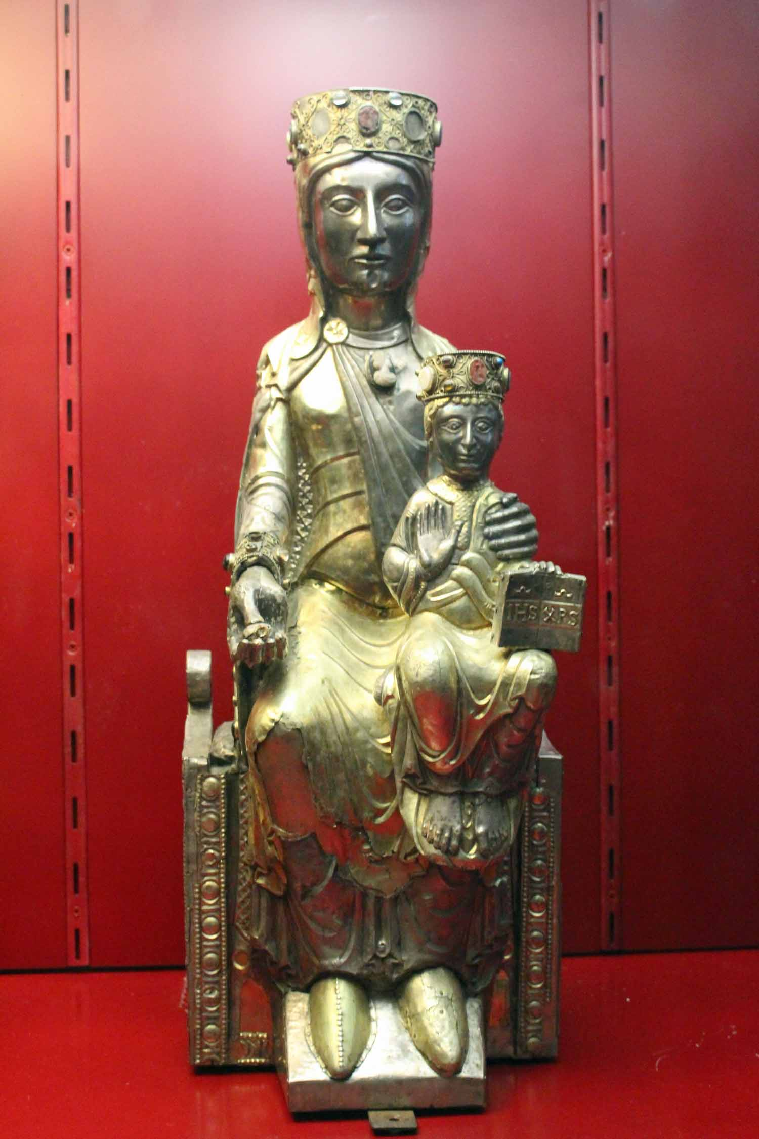 Beaulieu-sur-Dordogne, Madonna and Child
