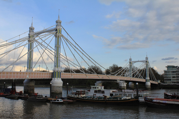 London, Albert Bridge