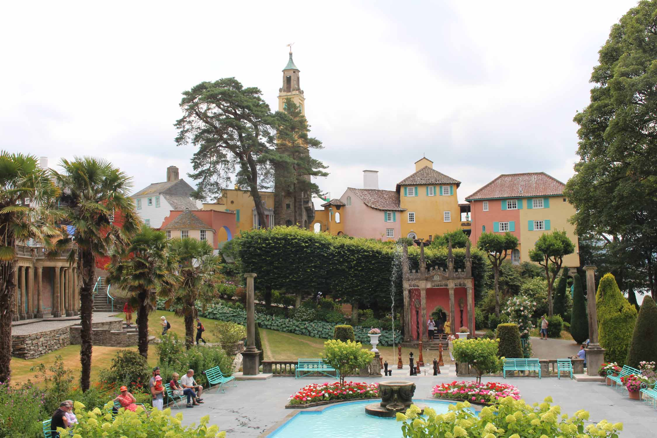 Gales, Portmeirion, plaza central
