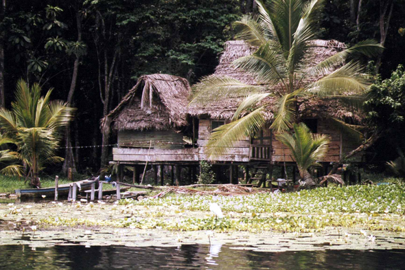 Guatemala, Rio Dulce, traditional houses