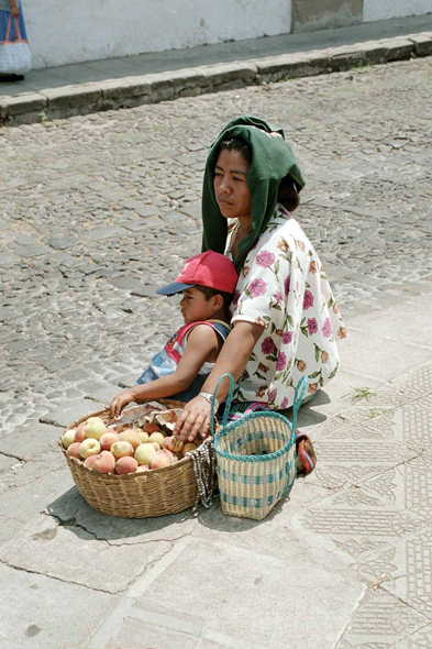 Guatemala, Antigua, indian y her child