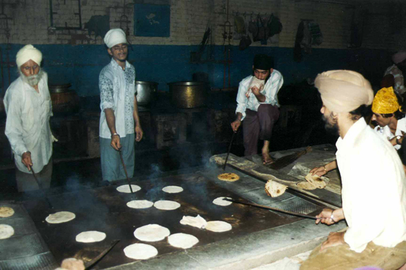 Delhi, making bread