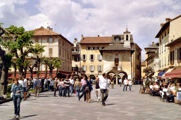 Orta San Giulio, plaza central