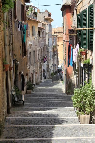 Tivoli, alley