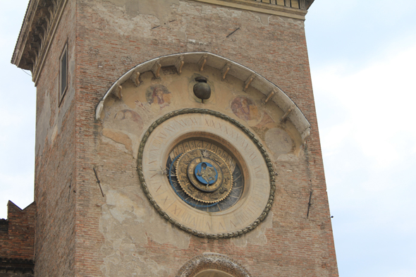 Mantua, clock
