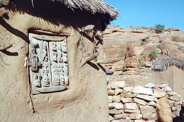Dogon Country, Dourou, window
