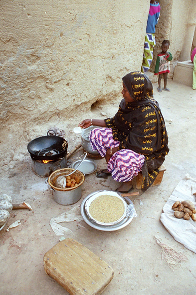 Djenné, preparation of a meal