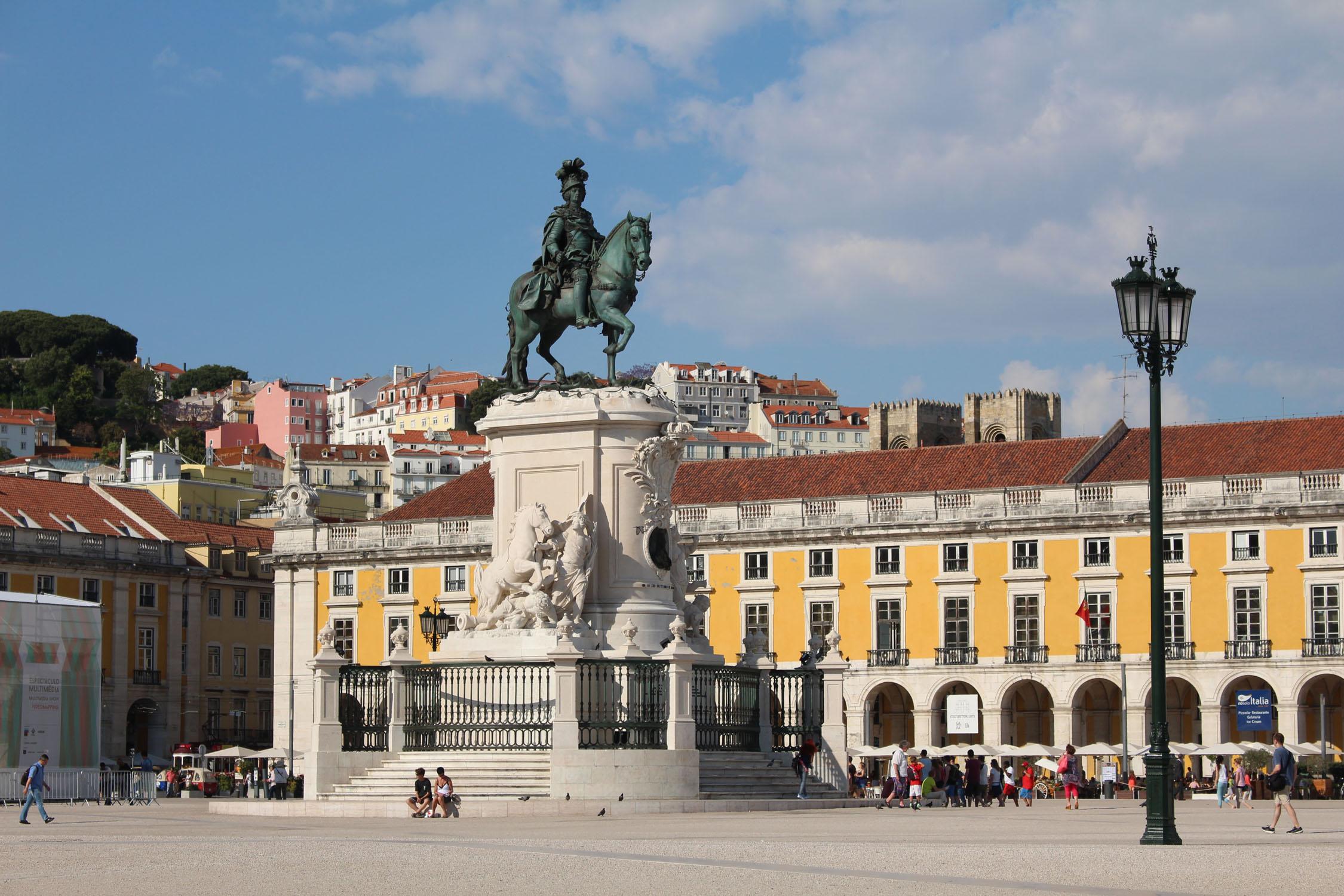 Lisbonne place du commerce statue - Office du tourisme de lisbonne ...