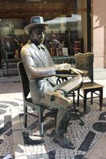 Statue de Pessoa
